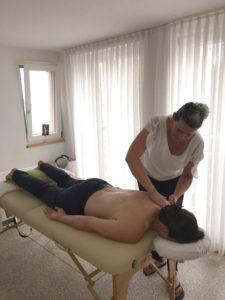 Bei Schmerzen im unteren Rücken zur Heilpraktikerin in Markdorf